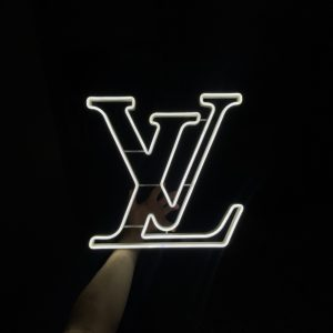 znak louis vuitton lv neon led