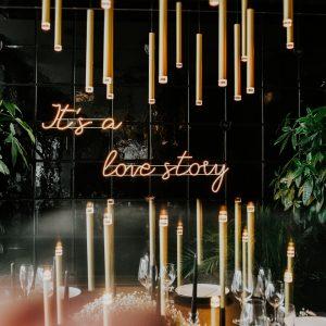 neon na wynajem love story